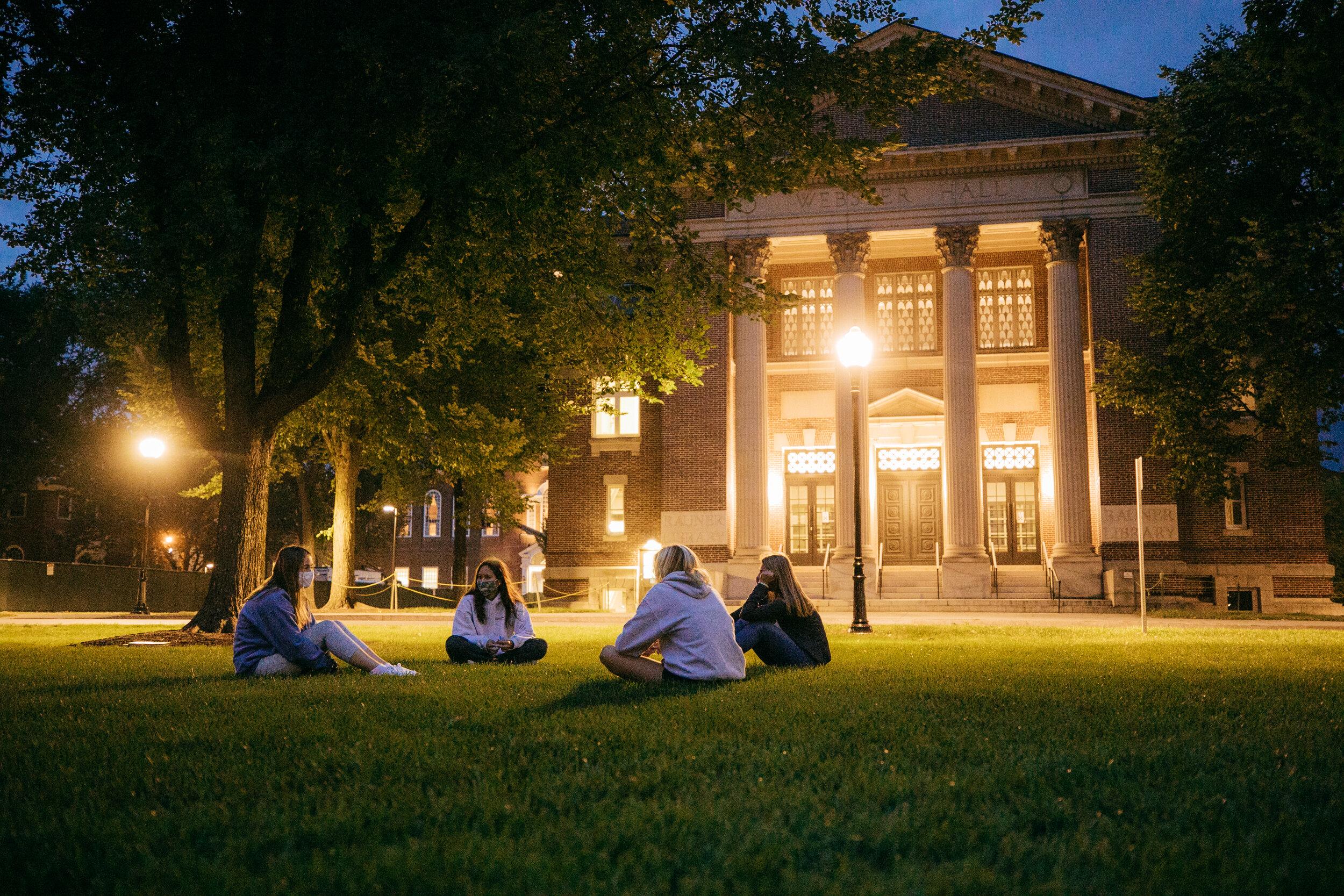 毕业学校和研究生学生,毕业考试,学生必须完成所有的培训,学生,所有的学生都必须完成。