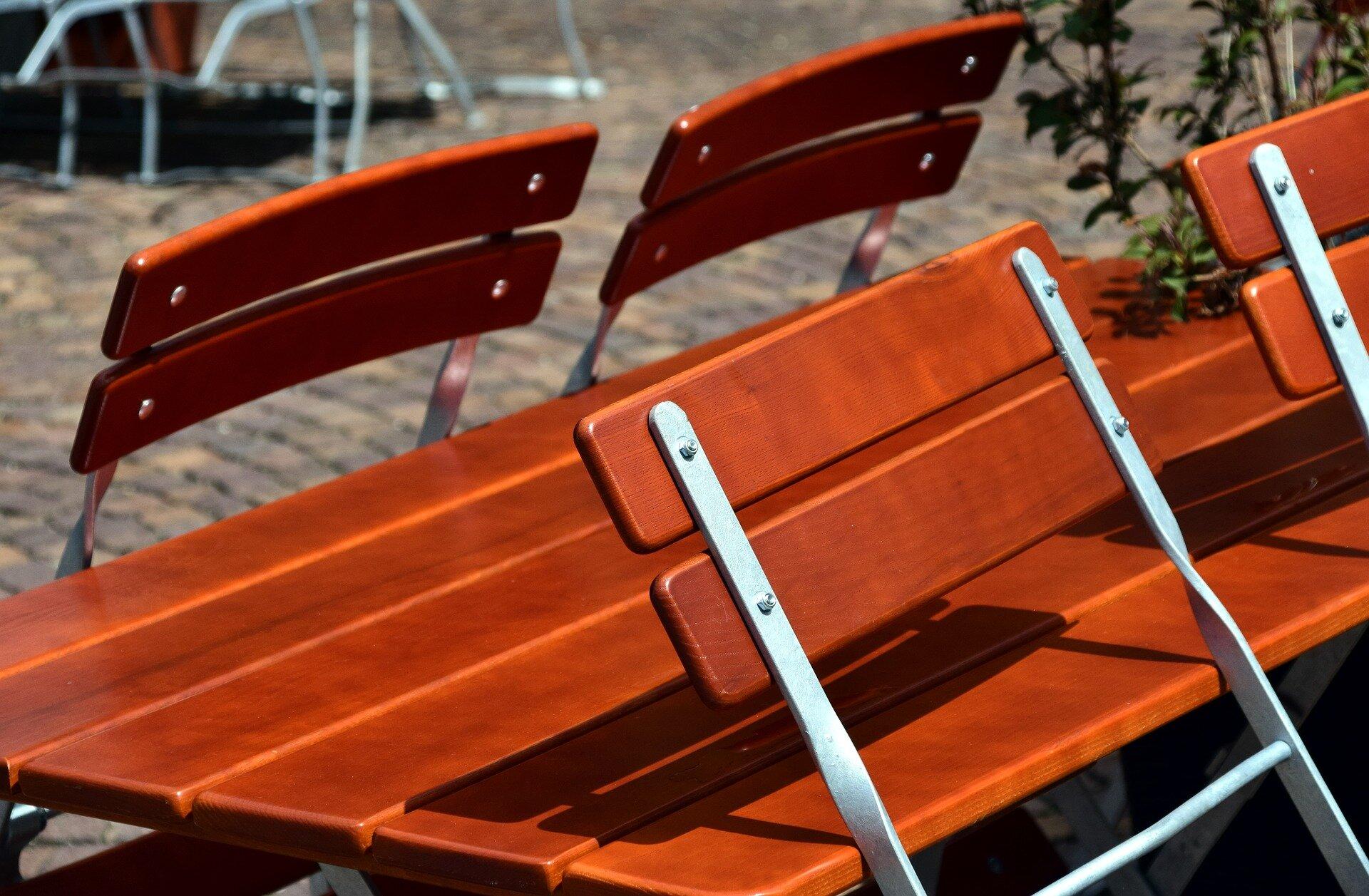 chairs-2466036_1920.jpg