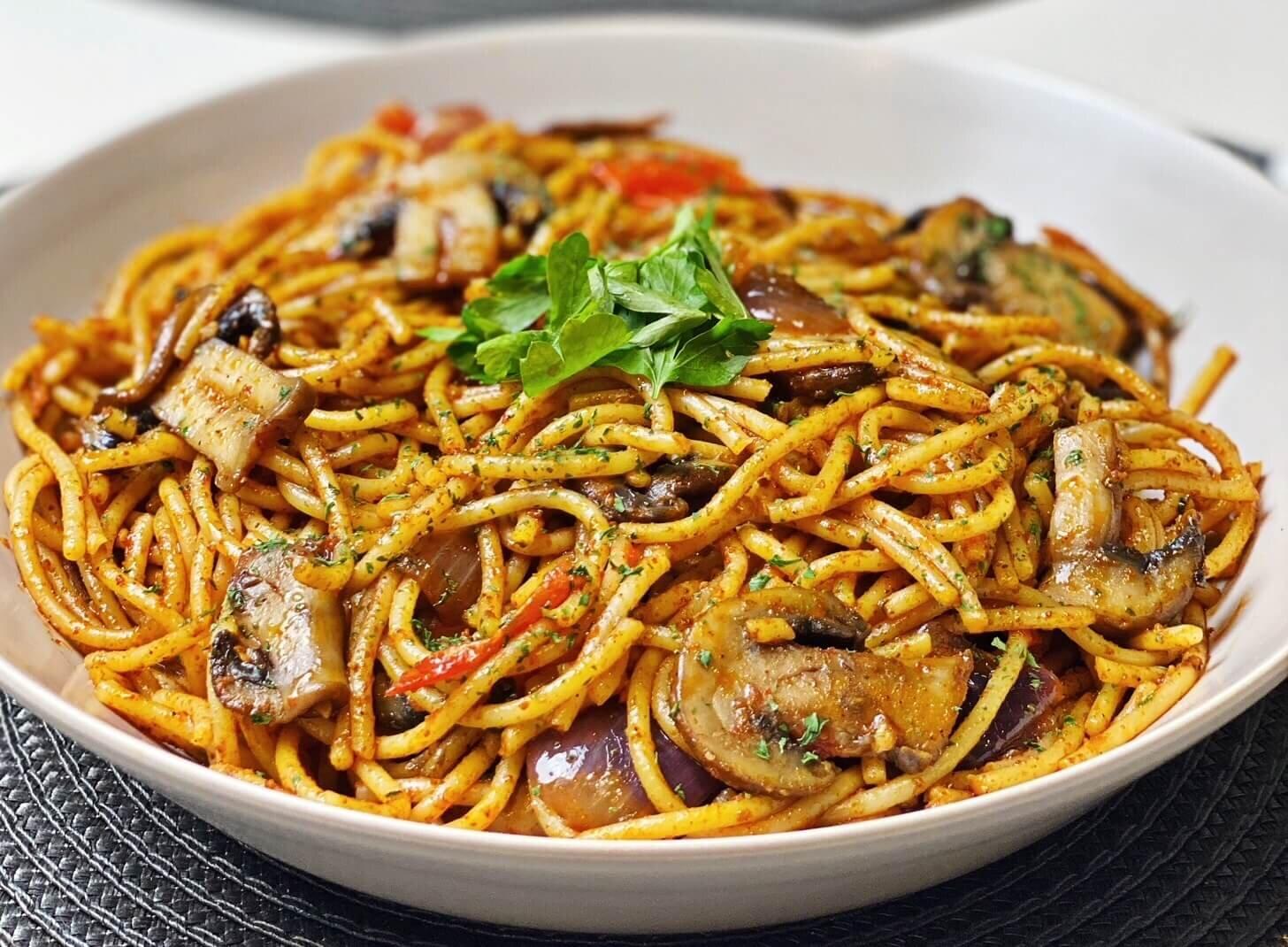 Spaghetti Aglio e Olio with Spicy Mushrooms