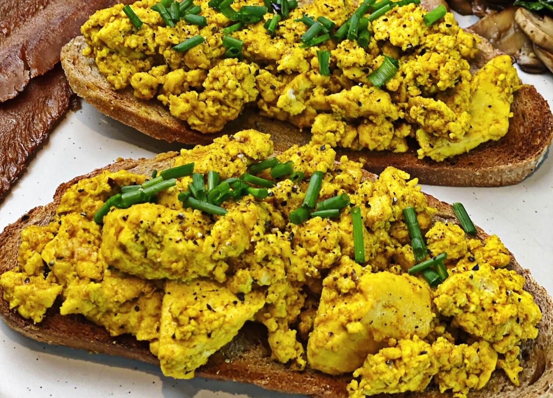 Easy Vegan Scrambled Eggs