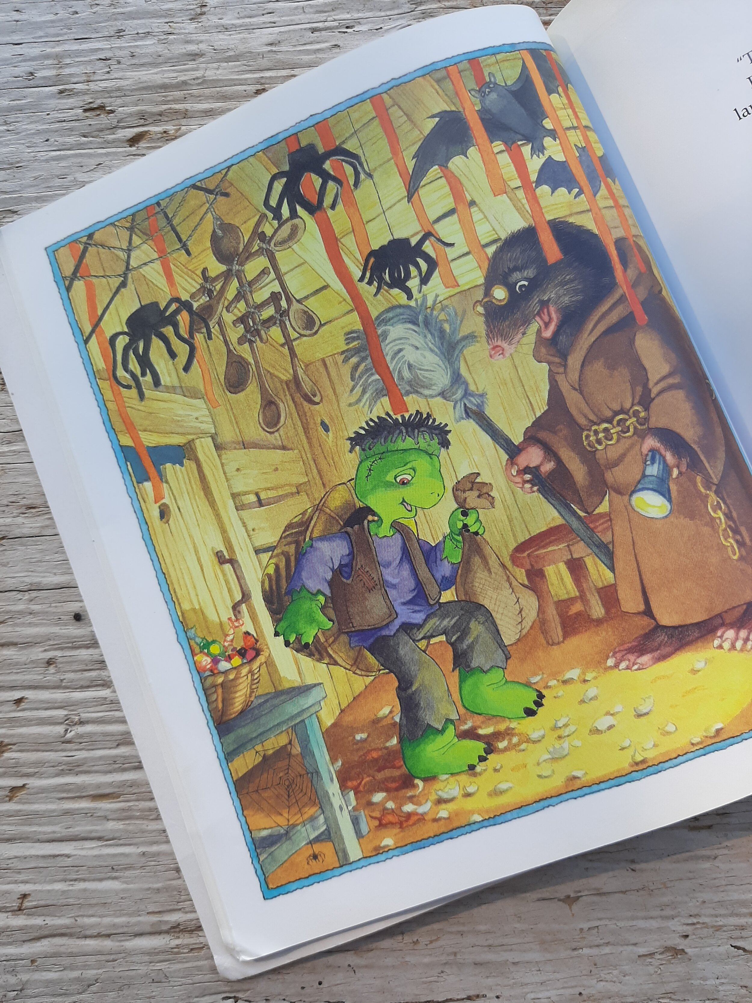 Franklin's Halloween - by Paulette BourgeoisIllustrated by Brenda Clark