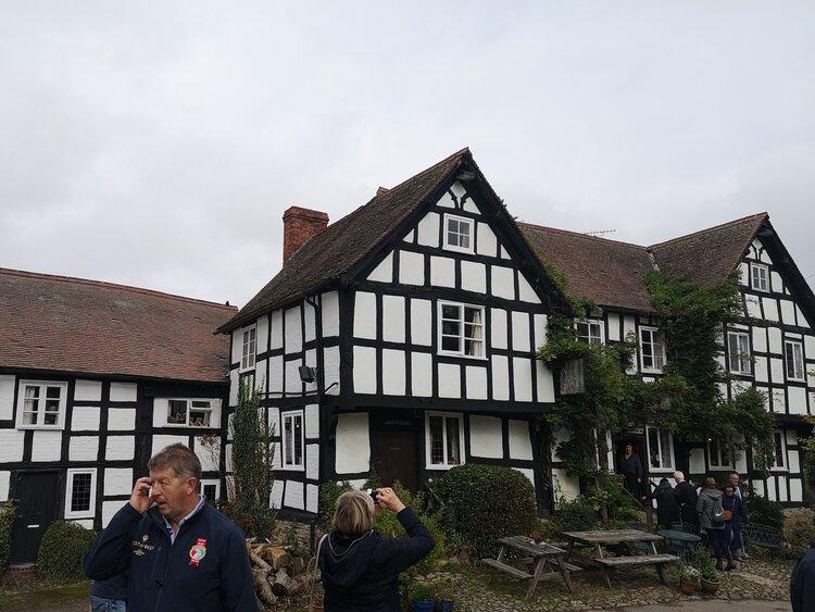 IMG_20191005_124019-Pembridge+UK+3.jpg