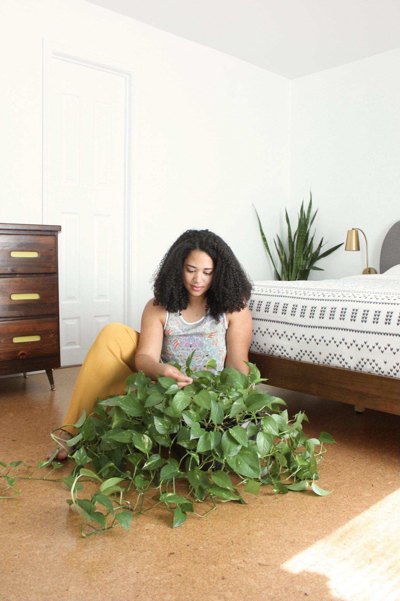 bedroom minimalism plant mom makeover pothos
