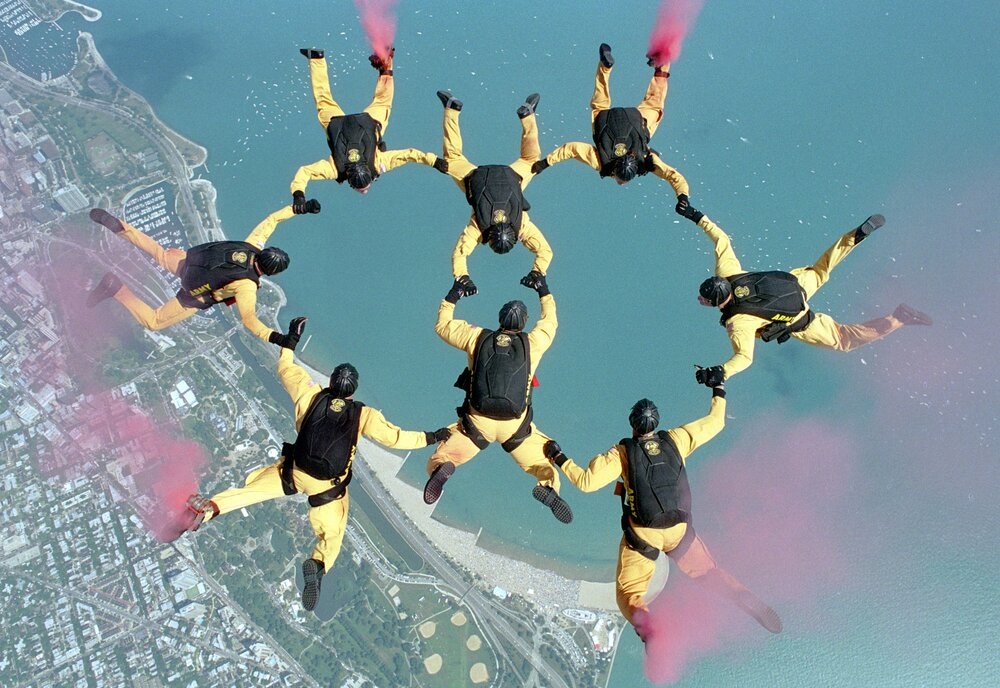 group-sky-jump-military-formation-extreme-sport-749603-pxhere.com.jpg