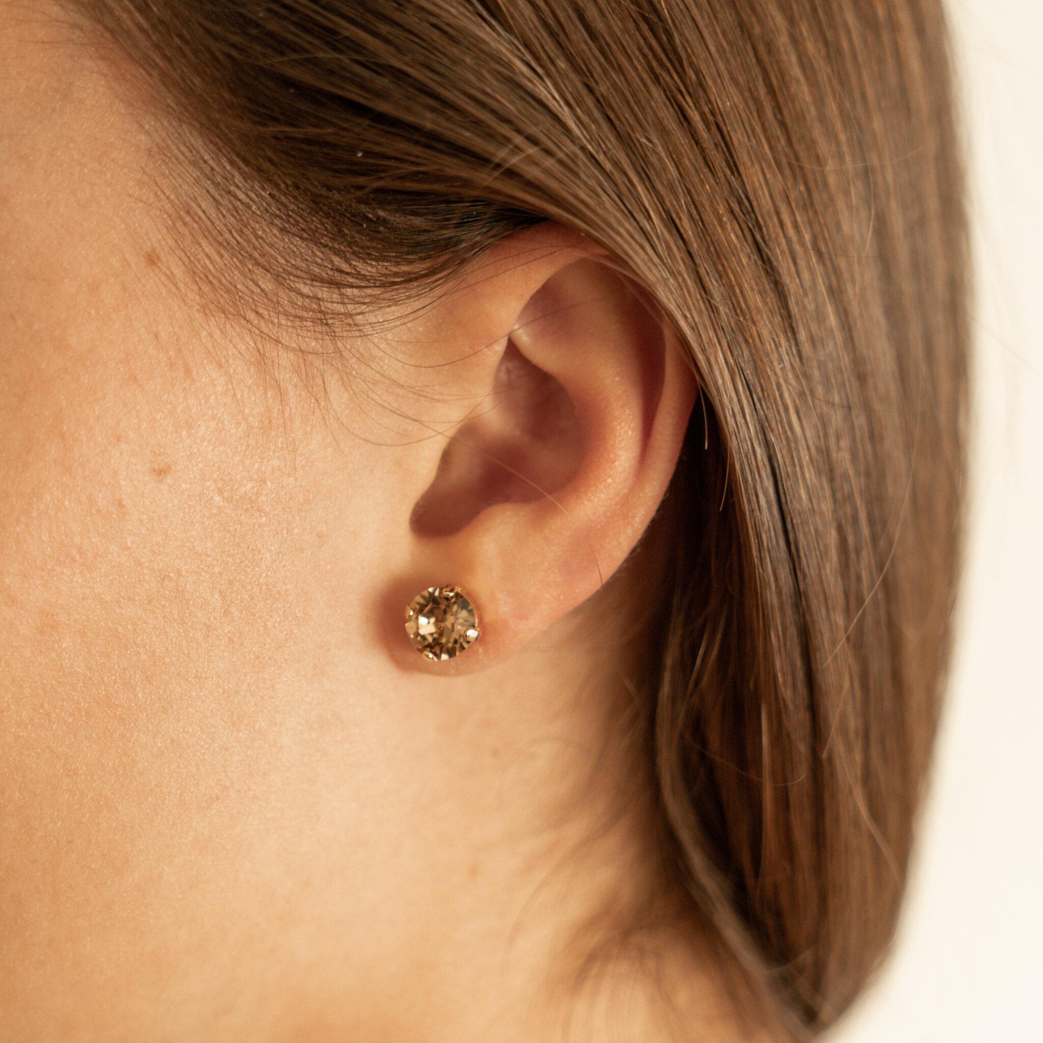 CG6879.. LARGE ACRYLIC RESIN STUD EARRINGS FREE UK P/&P