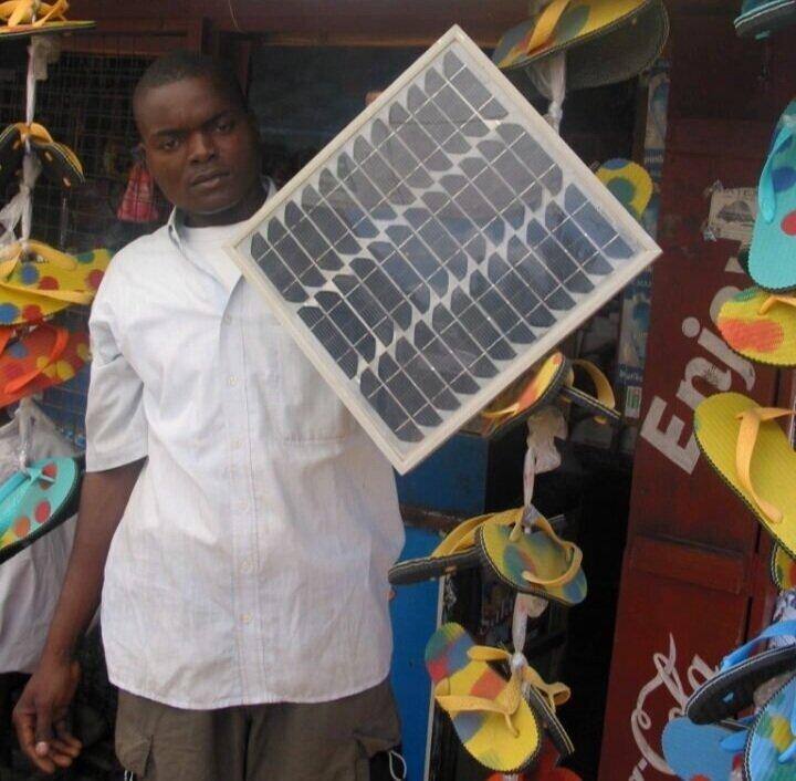 4.+Solar-salesman-in-Kenya.-1-720x960.jpg
