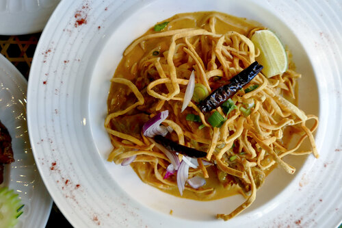 The meal would not be complete if we didn't have Khao Soi on the table, a northern thai specialty with the chicken cooked to perfection and garnished with crispy noodles.
