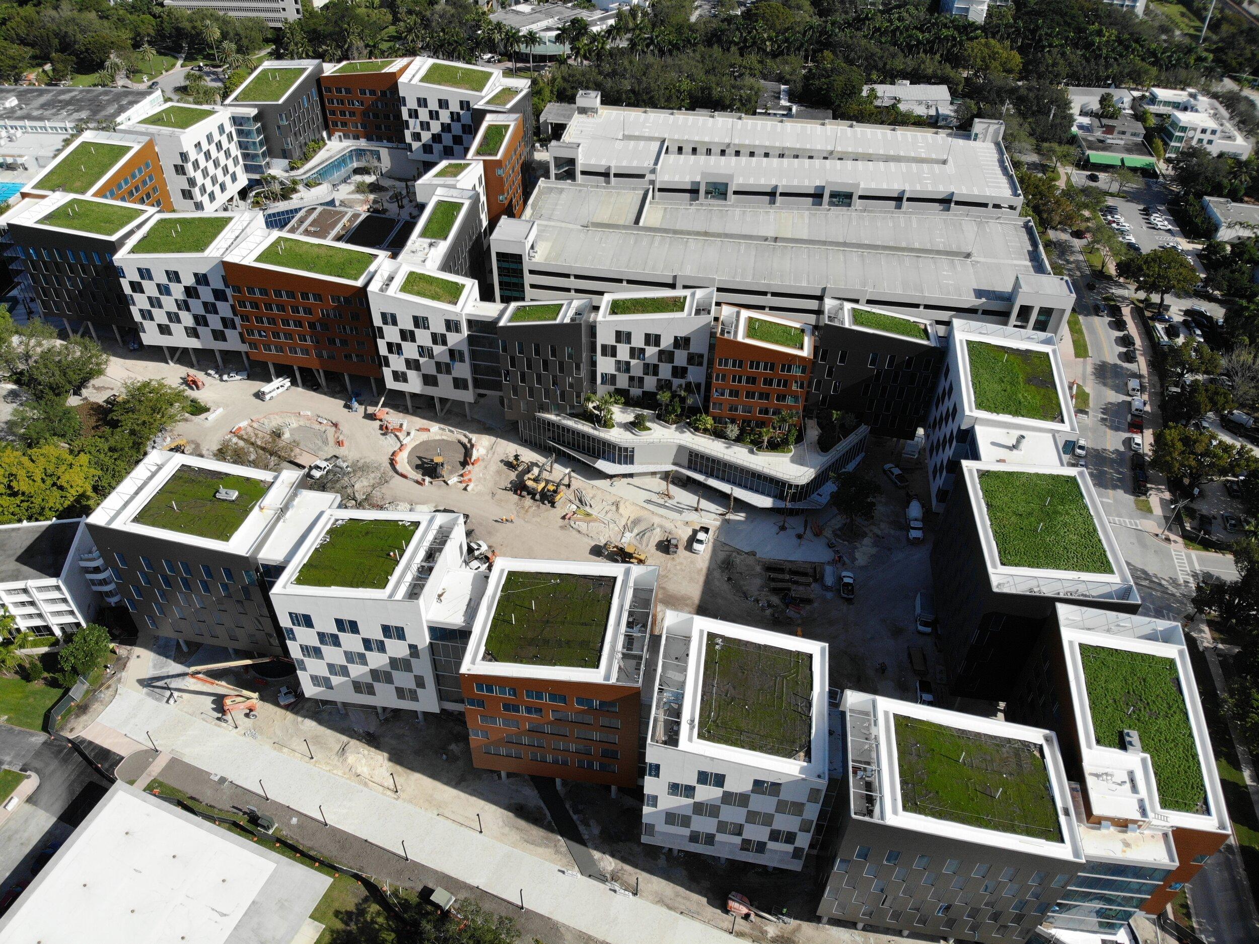 迈阿密大学的湖滨村开发项目。