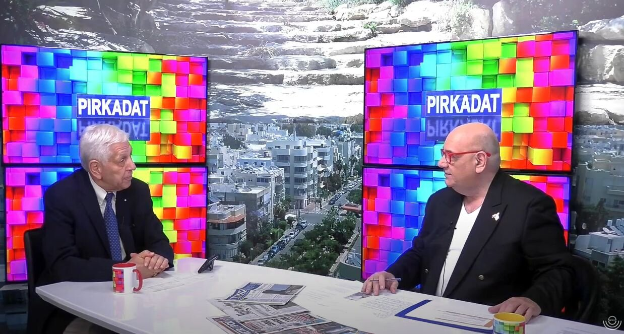 """Thomas Barat as a guest speaker at Heti TV Chanel, Budapest: """"In a democracy, freedom of speech and the freedom of the press are included in the constitution."""""""