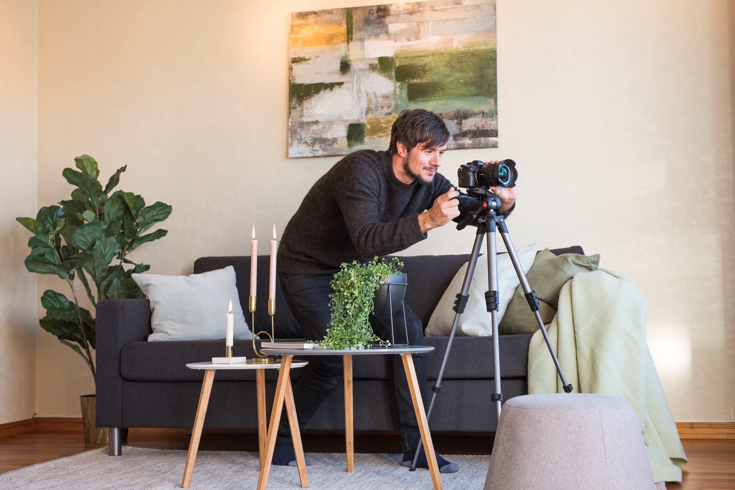 - Sikt Bolig er et lite gründereventyr fra Tromsø, som så dagens lys i 2014. Gründerne Arthur Arnesen og Øyvind Opshaug har sine bakgrunner fra foto og film. De hadde også en stor interesse for bolig og eiendom og så på måter å kombinere jobb med interesse.
