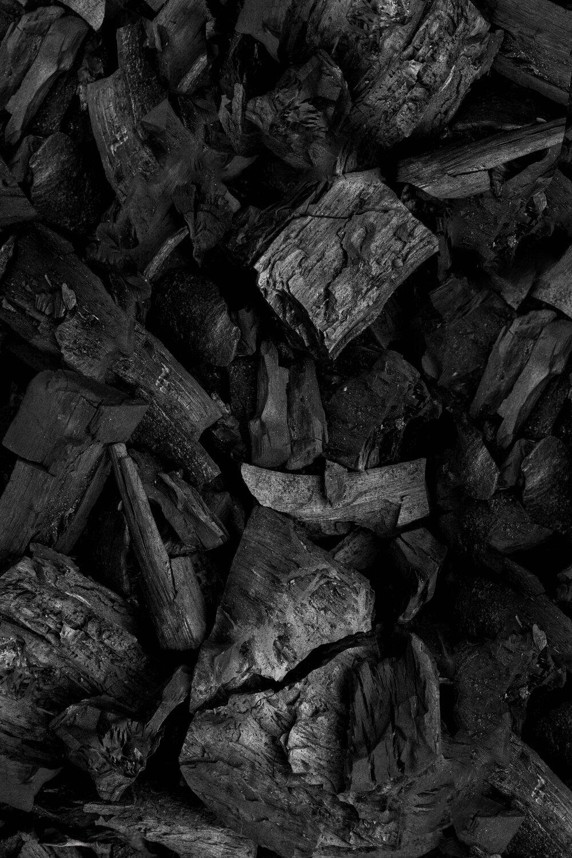 """復合碳纖維 - 碳纖維被稱為""""黑色黃金"""",50年代初應火箭、宇航及航空等科學技術的需要而產生,現今碳纖維材料多作為增強材料加入到樹脂、金屬、陶瓷等材料中,構成復合碳纖維材料,在眾多領域均有廣泛應用,入航天、醫療、體育用品、汽車領域樂器,慢慢成為了復合碳纖維的一個新興應用場景"""