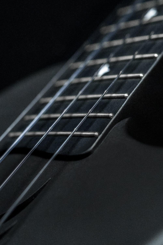 金屬圓頭品絲 - 在23寸Nova U的基礎上,我們將品絲材質升級為鎳鋅合金,更加持久,更加耐磨,更加穩定,榆次同時,我們將品絲的邊緣打磨成圓頭型,提升美觀的同時讓NOVA U Pro擁有更加順滑的演奏手感