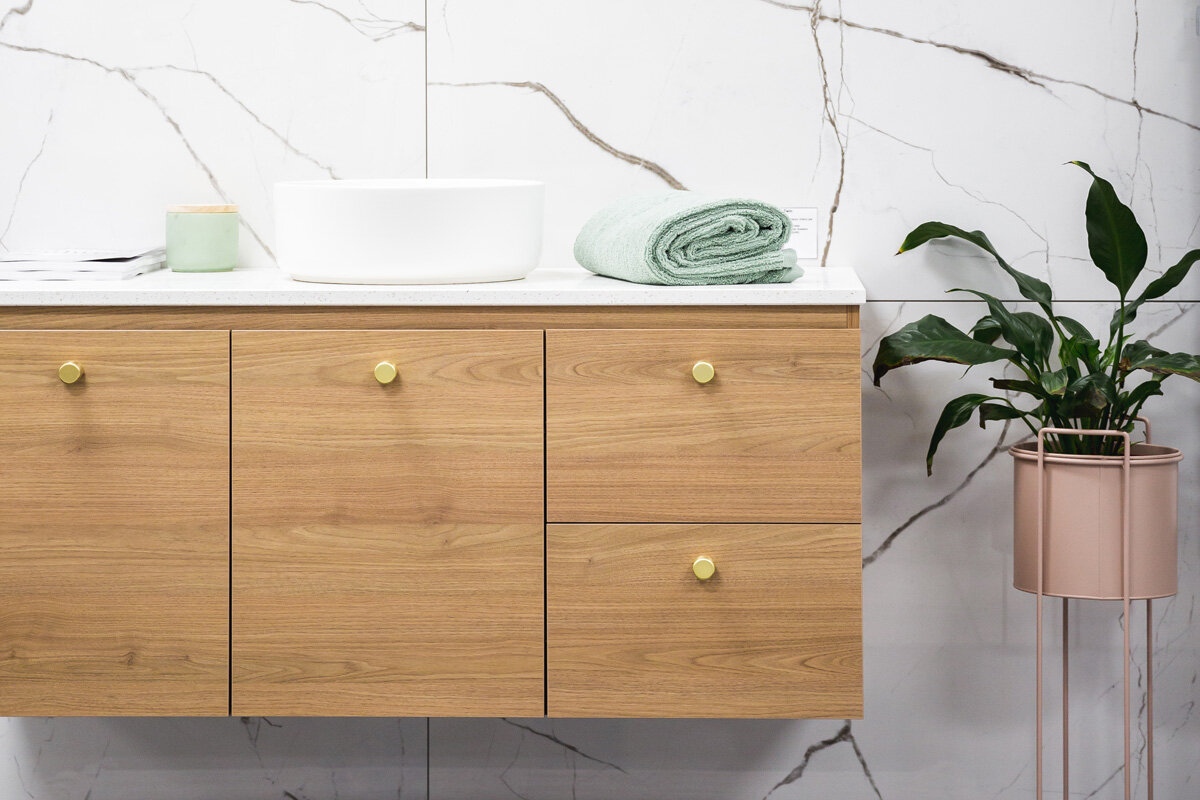 浴室装修服务——如果你正在进行浴室装修,我们可以帮助你把一个想法变成一个完整的项目。我们与一位拥有超过35年经验的专业浴室装修的注册建筑商合作。联系我们,免费报价,包括所有材料,配件和劳动力需要进行您的装修。