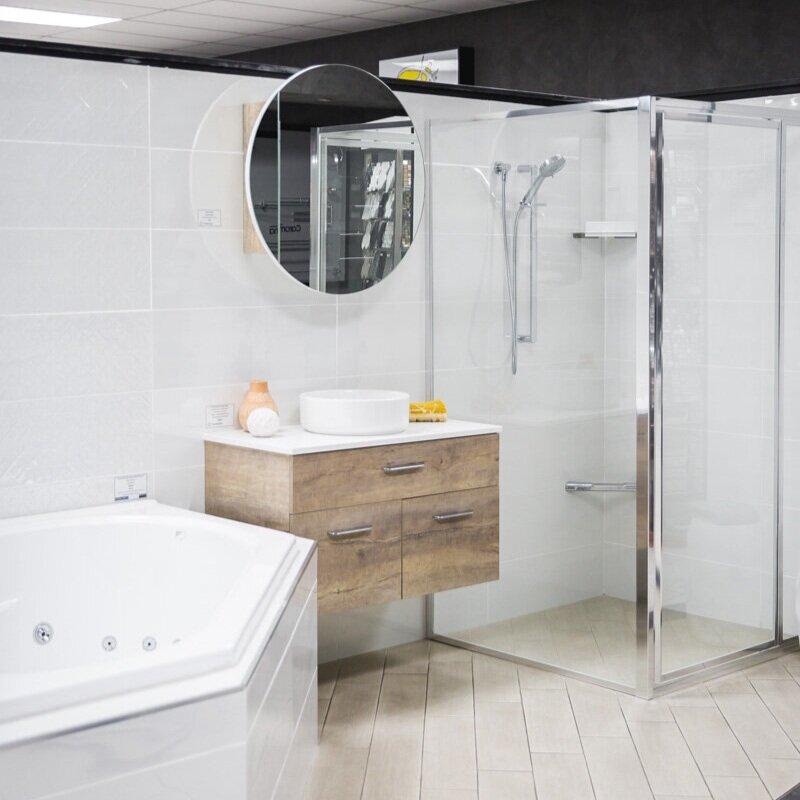 你在翻新浴室吗?- 我们的浴室装修服务可以帮助您带来您的愿景 - 从选择瓷砖,点击洁具和虚荣,到项目完成。我们的许可建设者拥有超过35年的经验,专门从事浴室装修。与我们联系以获得禁用,免费的报价,其中包括进行翻新所需的所有材料,配件和劳动力。