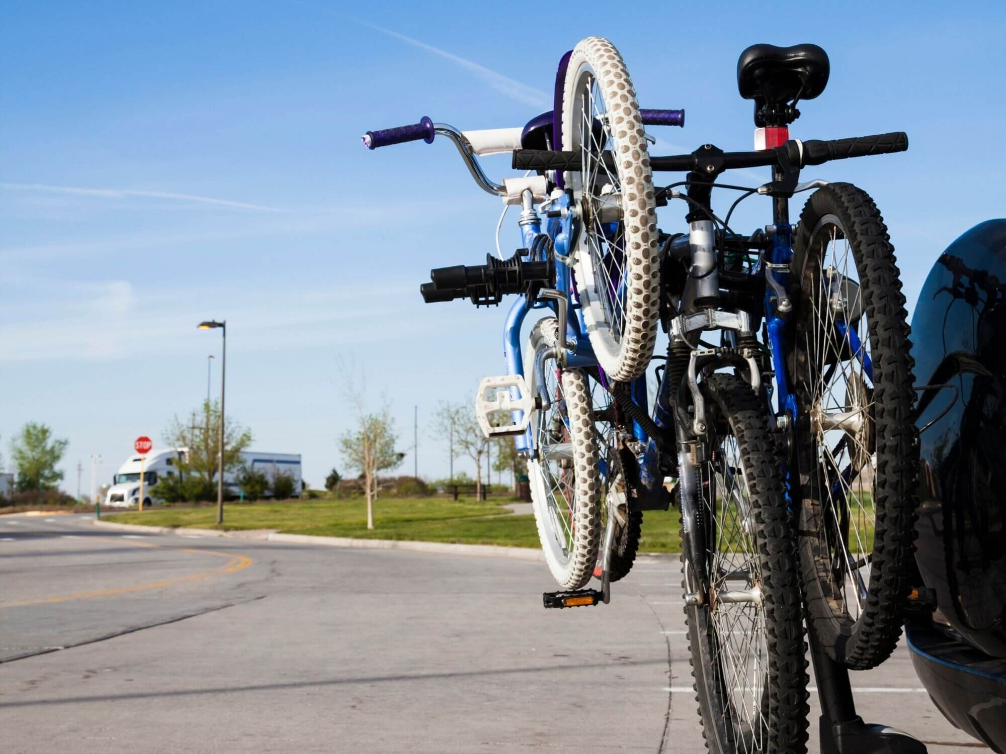 Mast-Style Bike Rack // Learn about different bike rack types for your car from platform racks to hanging racks and more. Plus find a few tips on how to choose the best one for you.